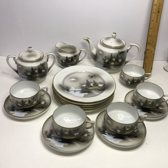 Beautiful Hand Painted 17 pc China Set by Sinto