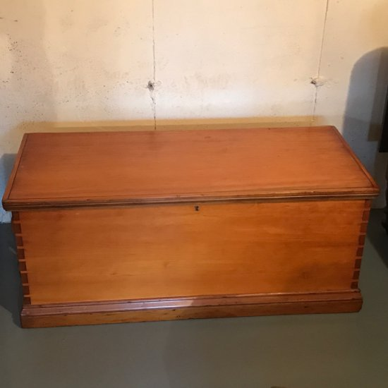 Gorgeous Cedar Chest w/Dove Tailed Corners, Inside Compartment and Roped Handles