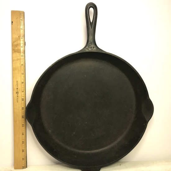 Vintage GRISWOLD #12 Frying Pan