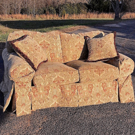 Beautiful Ethan Allen Cushioned Love Seat with Rust & Beige Tones