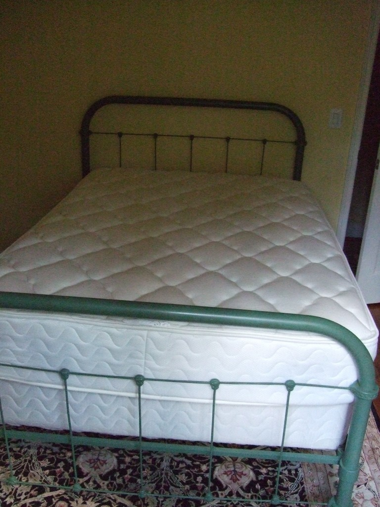 Vintage Iron Bed Standard Double Size Painted Green Estate Personal Property Furniture Beds Bedroom Sets Online Auctions Proxibid