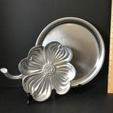 Four Leaf Clover & Round Serving Trays