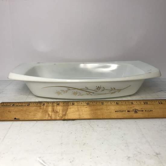 Pyrex 1-1/2 Quart Casserole Dish with Gold Flower Pattern