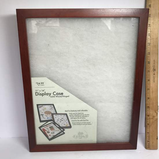 "11"" x 14"" Display Case with Wood Frame & Glass Front -Can be hung up"