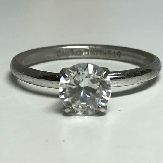 Beautiful Sterling Silver Ring with Single Clear Stone Size 8