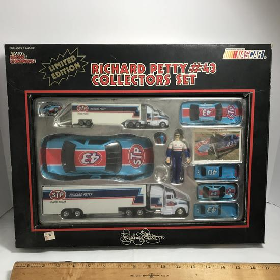 1991 Racing Champions Limited Edition Richard Petty #43 Collector's Set in Box
