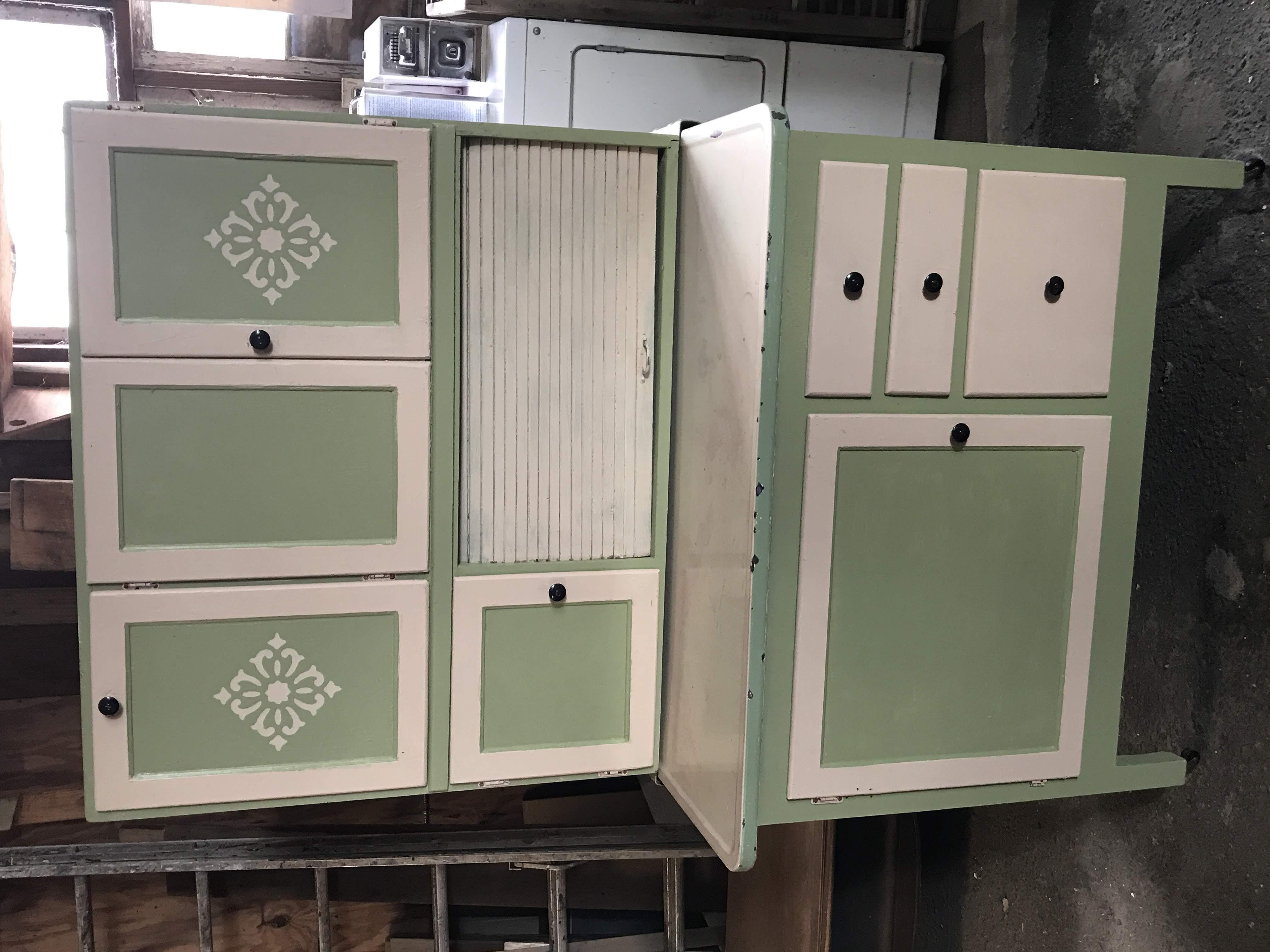 Vintage Wooden Hoosier Cabinet with Original Flour Sifter ...
