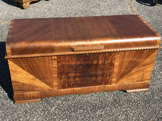 1947 Lane Cedar Chest with Felt Lined Tray