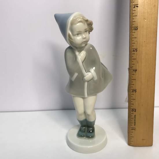 German Porcelain Metzler & Ortloff Figurine of Little Girl