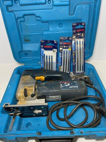 Bosch Jigsaw Model 1587AVS with Extra Blades in Hard Case - Works