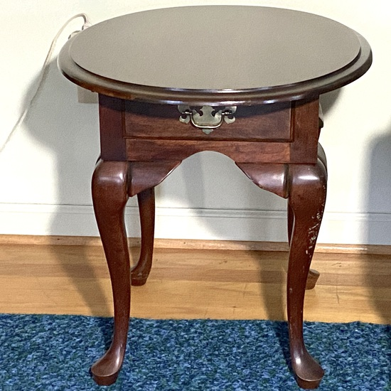 Small Wooden Single Drawer Oval Side Table with Queen Anne Legs