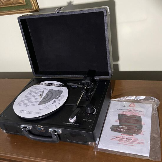 Innovative Technology Nostalgic 3-Speed Turntable Model ITVS-550 - Never Used