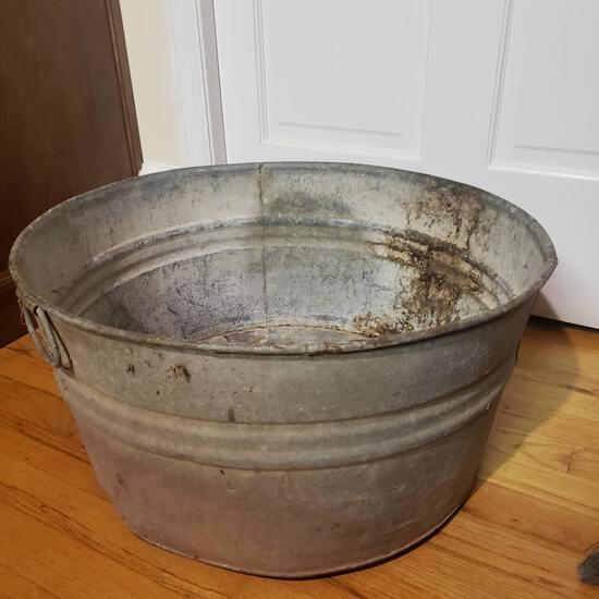 Vintage Round Galvanized Wash Tub with Handles