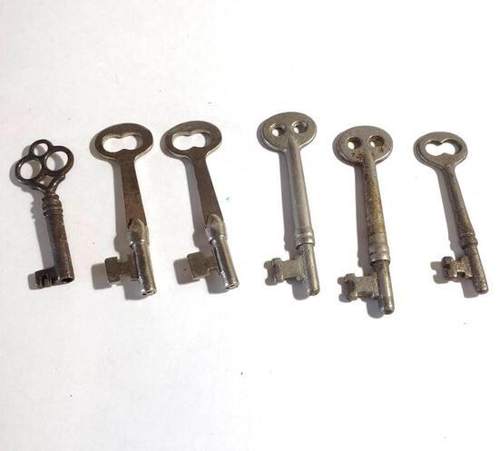 Lot of Antique Skeleton Keys