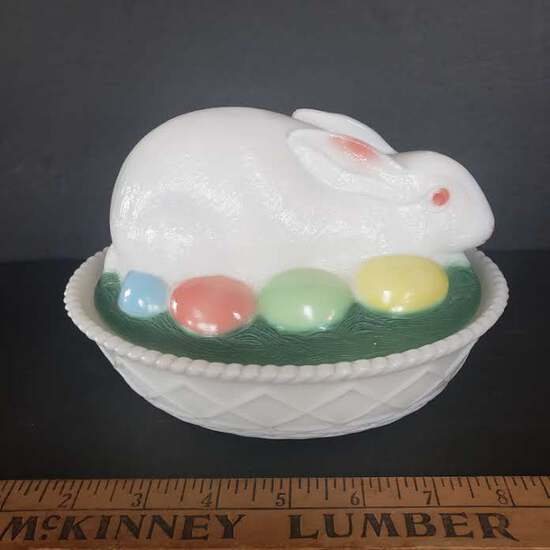 Vintage Westmoreland Glass Milk Glass Bunny Rabbit On Nest