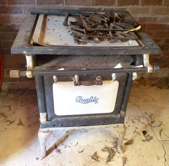 Antique Quality Gas Stove With Oven, Burners, Porcelain Knobs