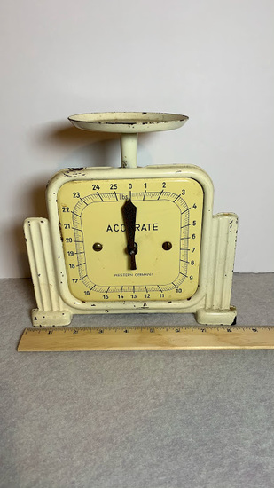 Vintage 25 Pound Scale By Accurate