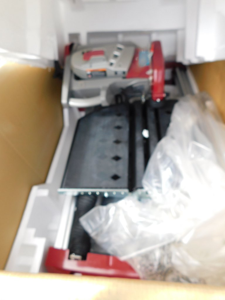 """NEW & UNUSED MK TX4 10"""" WET CUTTING TILE SAW WITH STAND"""