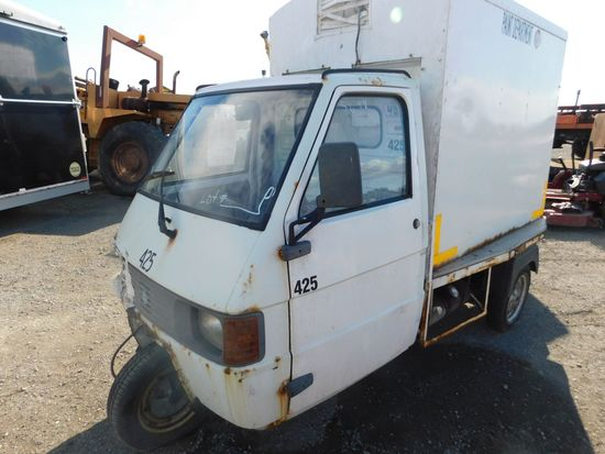 PIAGGIO 3 WHEEL CART (MECH ISSUES) (BILL OF SALE ONLY)