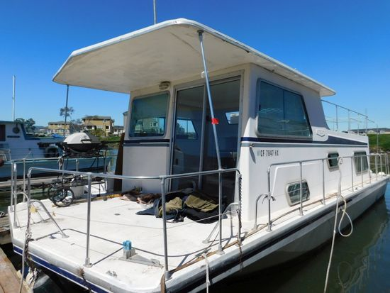 1978 SPLENDOR CRAFT 35' HOUSE BOAT**SUBJECT TO SELLER APPROVAL**CONTACT OFFICE FOR DETAILS**