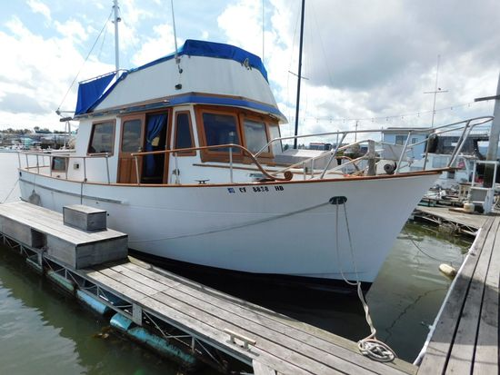1981 GOLDEN 34' HOUSEBOAT (NON RUNNER) (SUBJECT TO SELLERS APPROVAL)