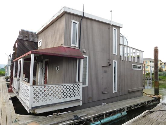 1984 AQUAMANSION 34' X 12' 2 STORY FLOATING HOME (NON RUNNER) (SUBJECT TO SELLERS APPROVAL)