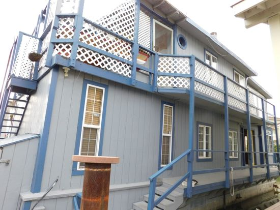 1983 SPECIAL CONSTRUCTION 44' X 16' 2 STORY FLOATING HOME (NON RUNNER) (SUBJECT TO SELLERS APPROVAL)