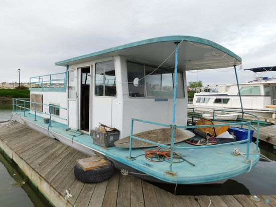 SPECIAL CONSTRUCTION 35' HOUSEBOAT (NON RUNNER) (SUBJECT TO SELLERS APPROVAL)