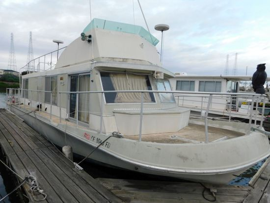 1973 CRUISE-A-HOME 39' HOUSEBOAT (NON RUNNER) (SUBJECT TO SELLERS APPROVAL)