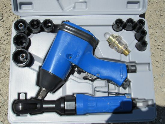NEW & UNUSED 1/2 DRIVE AIR COMPACT WRENCH KIT