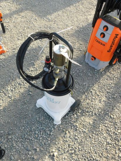 NEW & UNUSED PNUEMATIC GREASE PUMP