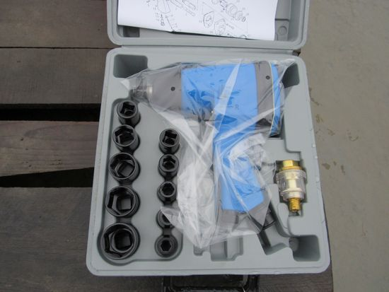 """NEW & UNUSED 1/2"""" DRIVE AIR IMPACT WRENCH KIT"""