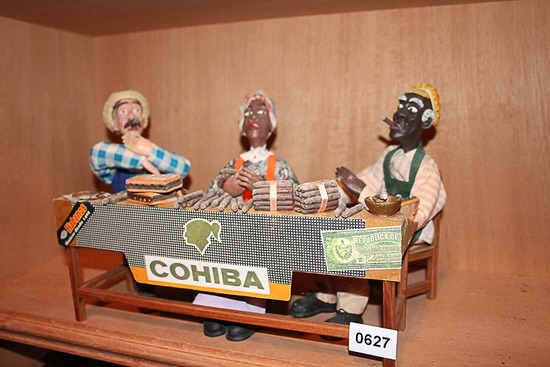 Cigar roller figurines