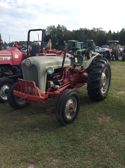 (24)FORD 600 TRACTOR