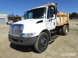 2005 INTERNATIONAL 4200 SBA 4X2 DUMP TRUCK;
