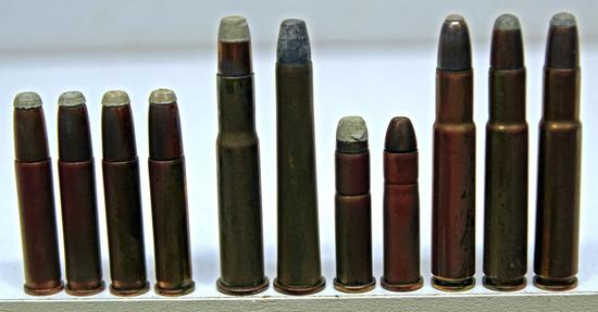 Mixed .32 Cal. Rifle Collector Cartridges - 2 WRACo. .32 Winchester S.L.R., 2 Rem UMC .32 Win.