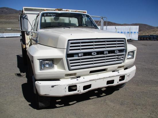 1984 FORD F-700 FLAT BED