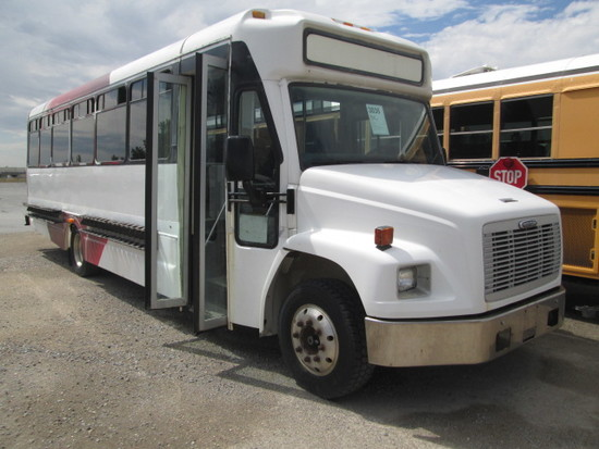 2000 FREIGHTLINER 33 PASS BUS