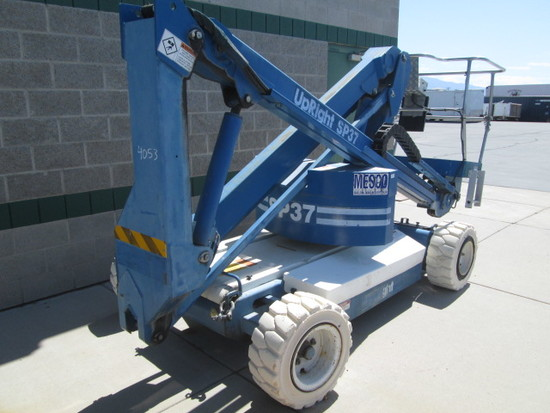 UPRIGHT SP37 MANLIFT