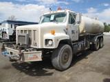 2001 INTL 2674 WATER TRK