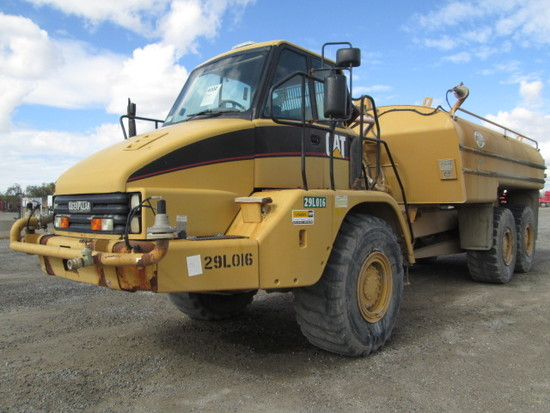 2005 CAT 725 WATER WAGON