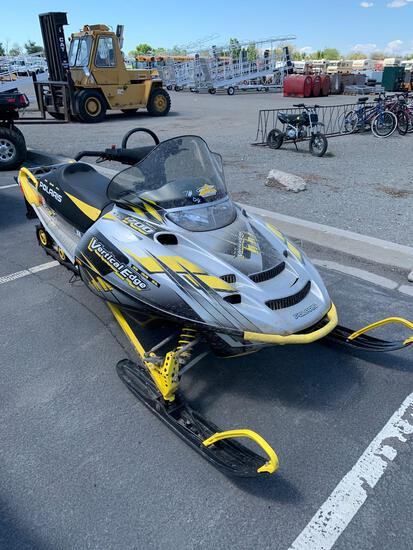 2004 POLARIS SNOWMOBILE 700