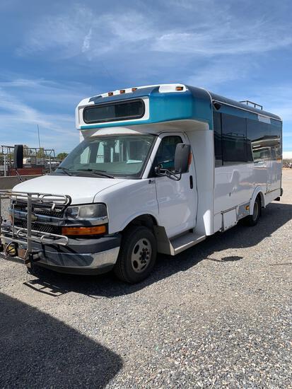 2010 CHEV SHUTTLE BUS 4X4