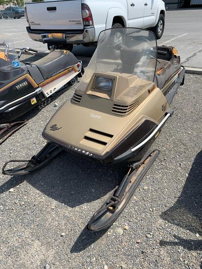 1985 YAMAHA SNOWMOBILE