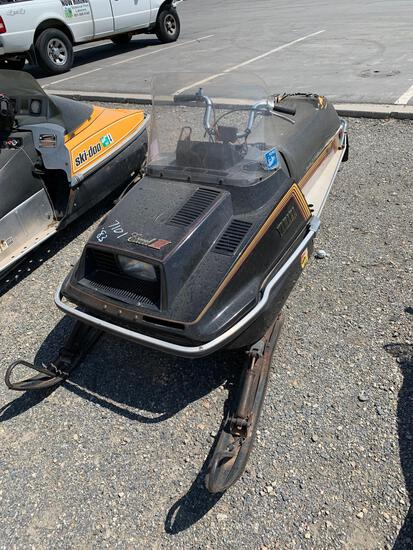 1983 YAMAHA SNOWMOBILE