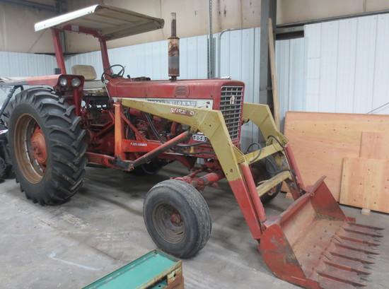 IH 656 Tractor