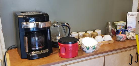 Delonghi coffee maker, cups & accessories