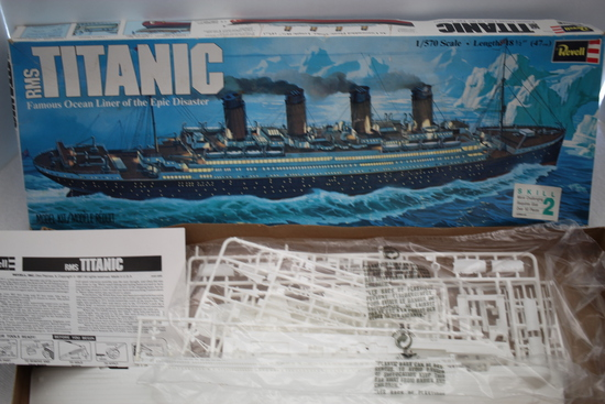 RMS Titanic Plastic Model Kit, 1/570 Scale, Revell Inc., 1976, Made In USA, Pieces not verified