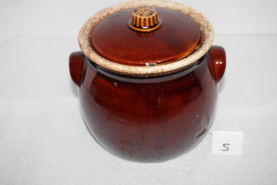 """Vintage Hull Bean Pot, Oven Proof, USA, 6""""H incl. lid x 6"""" round at center"""
