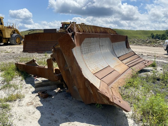 17' CATERPILLAR DOZER BLADE, COMES WITH ONE SIDE BRACKET LOCATION: MINWAY